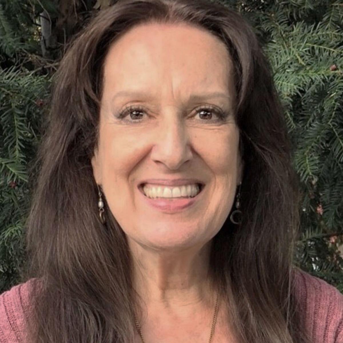 """Esther Paulussen, TM-Lehrerin, D/Sp    Esther Paulussen lernte TM 1974 in Arosa kennen, als Maharishi Mahesh Yogi dort für Hunderte Studenten aus aller Welt Kurse erteilte. Für Esther Paulussen war diese Meditation ein wundervolles """"Nachhausekommen"""". Sie war schnell entschlossen, ihren Lehrerberuf gegen den einer Meditationslehrerin zu tauschen. Ihr Schicksal bescherte ihr zunächst eine wunderbare Familie mit vier Kindern. Im Jahr 2005 konnte sie sich dann den Wunsch, die TM selber weiter geben zu können, zusammen mit ihrer Tochter, Jasmin Paulussen, der herzlichster Dank gebührt, erfüllen. Heute lehrt Esther Paulussen mit grosser Freude am TM-Center Basel und leitet dort die wöchentlichen Gruppenmeditationen.   esther.paulussen@tm-center.ch  +41 76 581 07 92"""