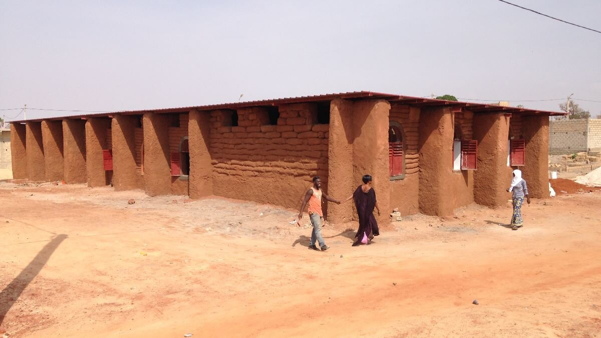 Niakoulrab. Part1 - LOCATION: NIAKOULRAB, Tivaouane PeulHcountry: SenegalREQUIREment: 3 Classrooms type: elementary schoolCONSTRUCTION: 2019MATERIALs: Sand