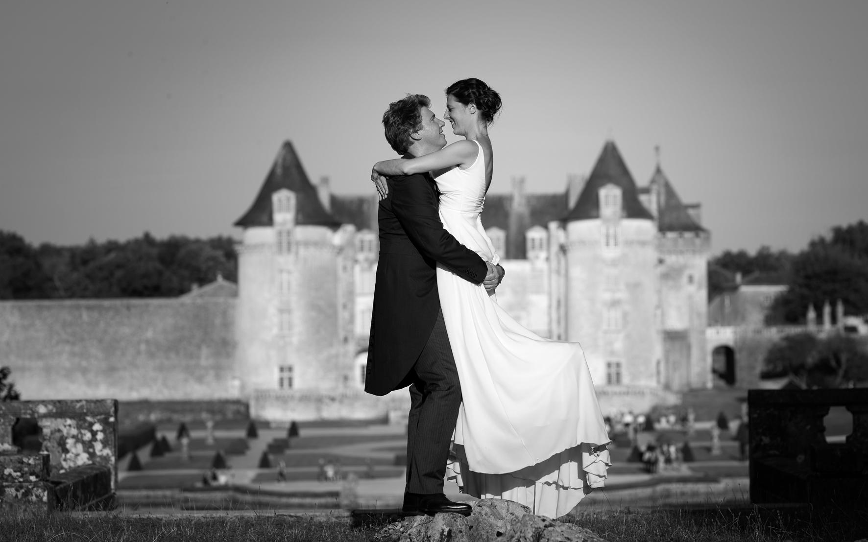 Alix & Antoine se sont dit oui au Chateau de la Roche Courbon à Saint-Porchaire le 14 Juillet 2018.