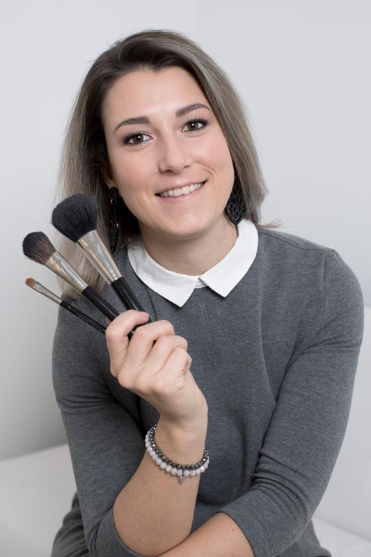 JNNFR HAIR & MAKE-UP - Jennifer van der MeulenAl vele jaren ben ik met passie en veel plezier werkzaam als hairstyliste. Het biedt mij de ideale gelegenheid om jouw mooiste kant te accentueren voor de perfecte look. Jouw wens staat bij mij centraal en mijn creativiteit sluit daar prima bij aan. Ook heb ik me gespecialiseerd in visagie. Zowel hairstyling als visagie dragen bij aan het mooier maken van de mens.Every woman is already beautiful, I simply highlight it!