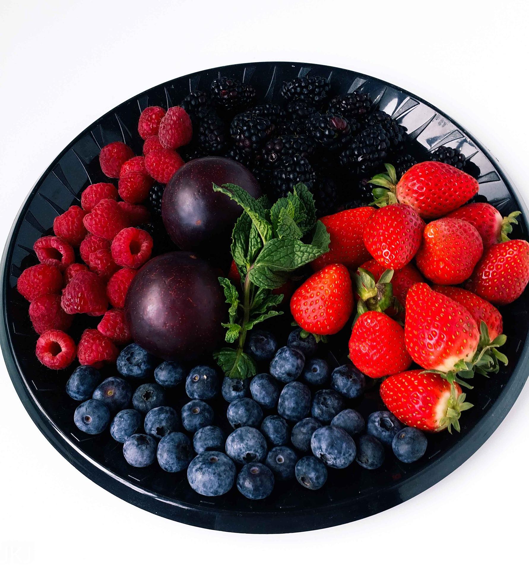 fruit-platter-3582431_1920.jpg