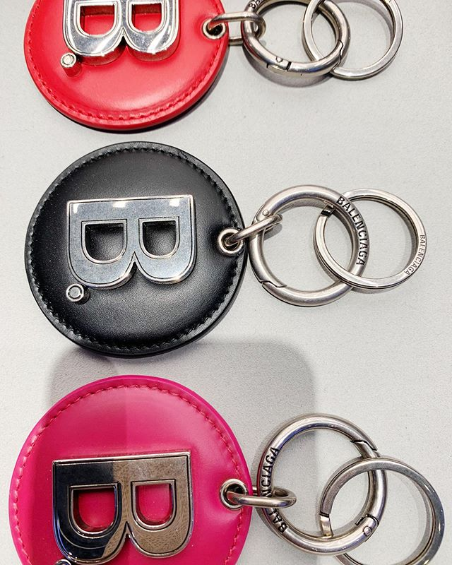 Never thought I was a key chain kinda girl, but maybe so @balenciaga ❌⭕️❌⭕️