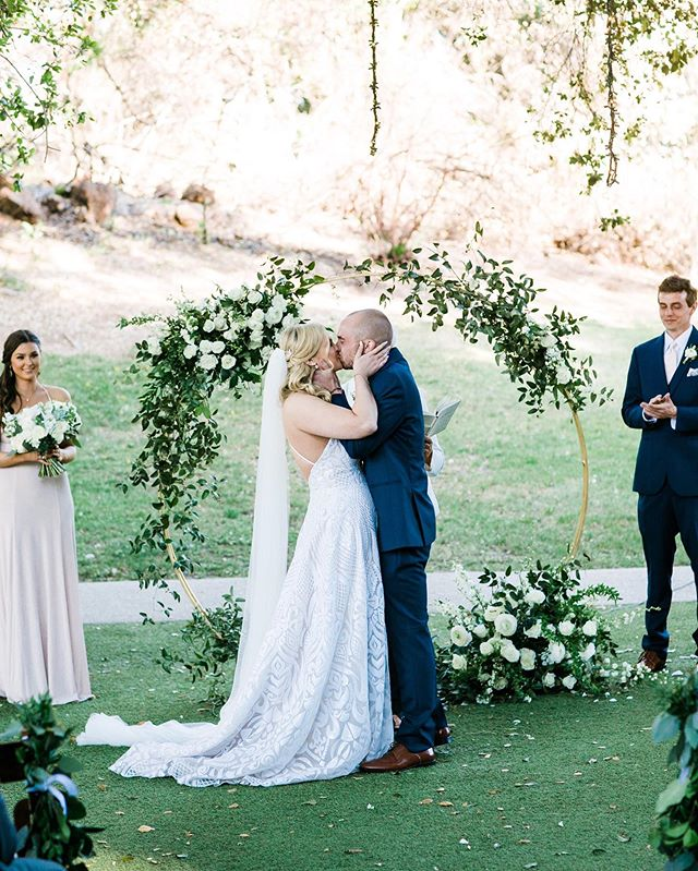 They're married! Congratulations Candice + Kelvin! The day was beautiful and you are beautiful! 💕 @mibellephotographers @saddlerockranch_events @thelittlebranch