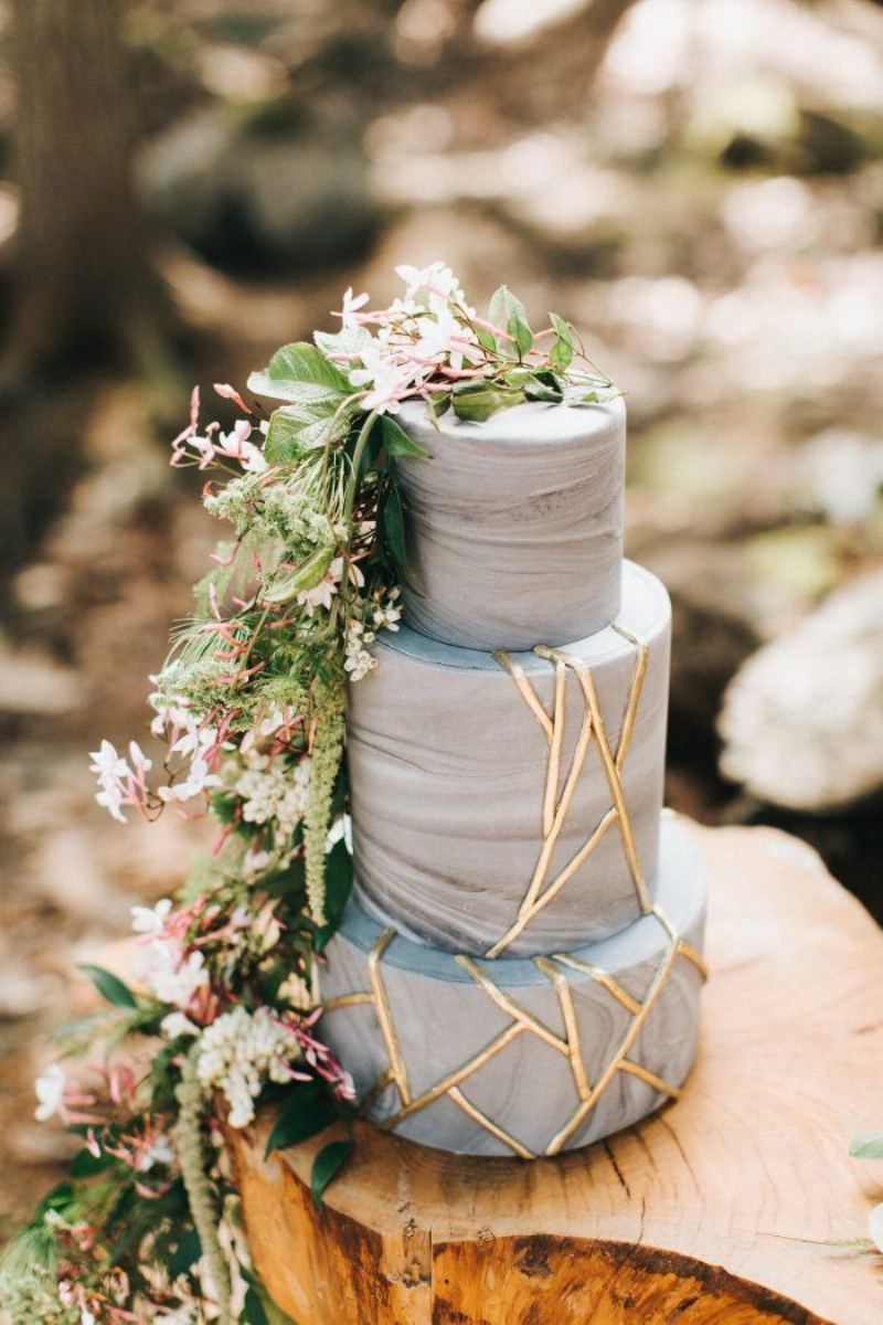 Photo by    Emily Delamater Photography;    cake by    Autumn Nomad
