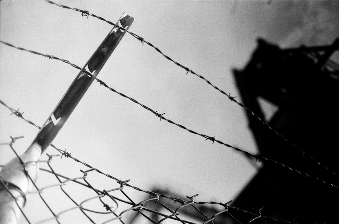 barbed wire_fence_abandoned_photo_01.jpg