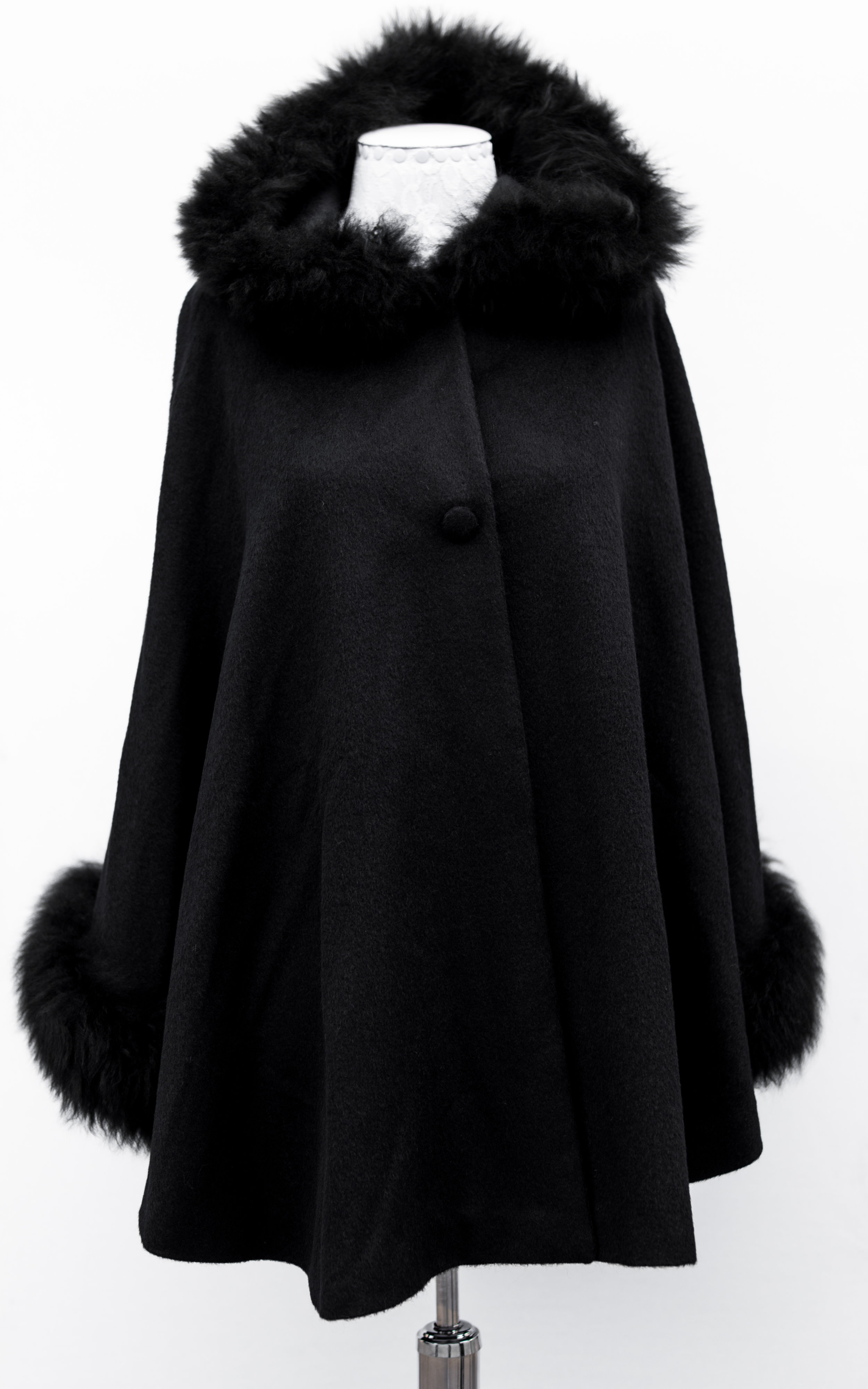 Cape with fur -