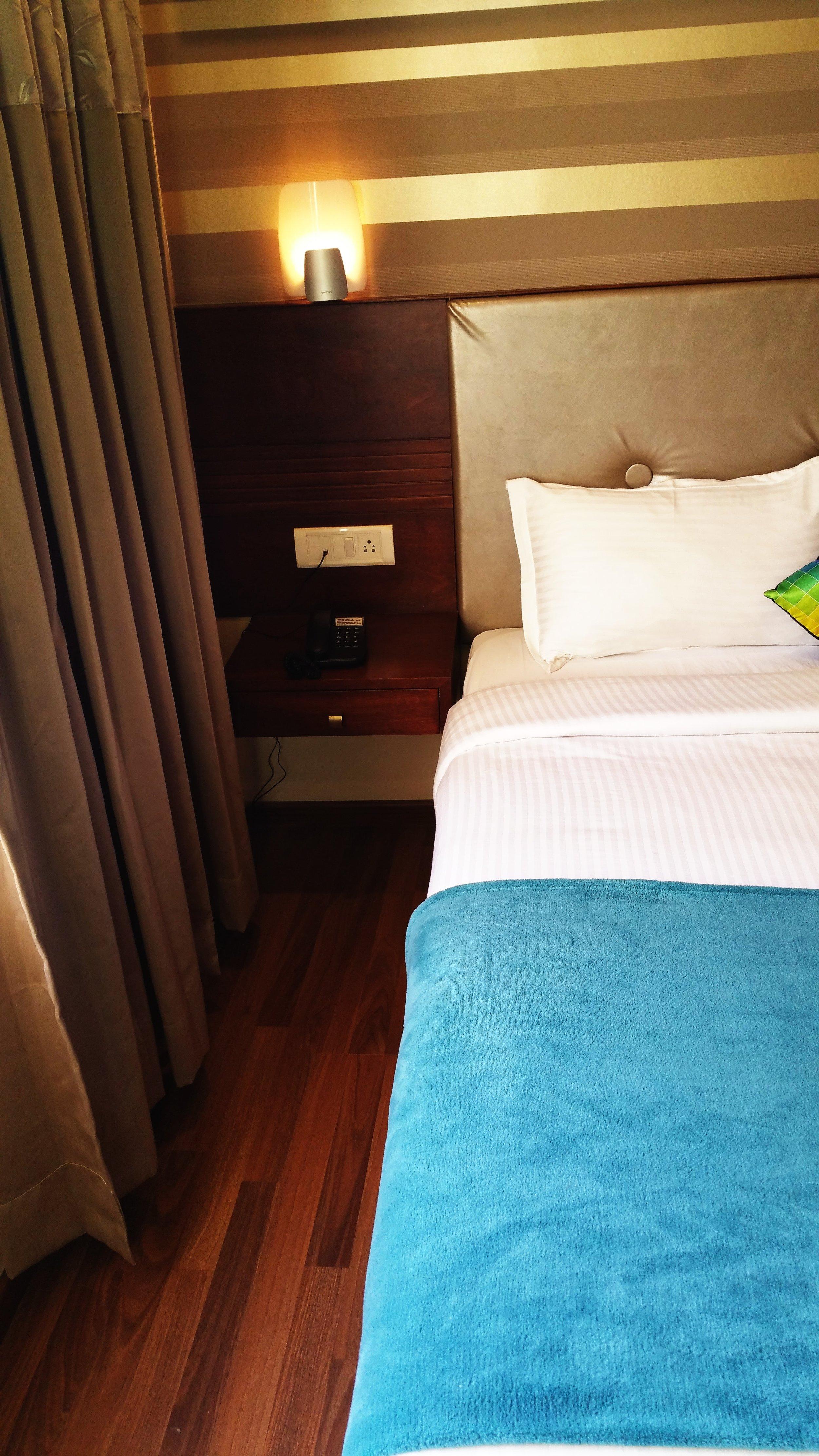 bed-bedroom-blue-172869.jpg