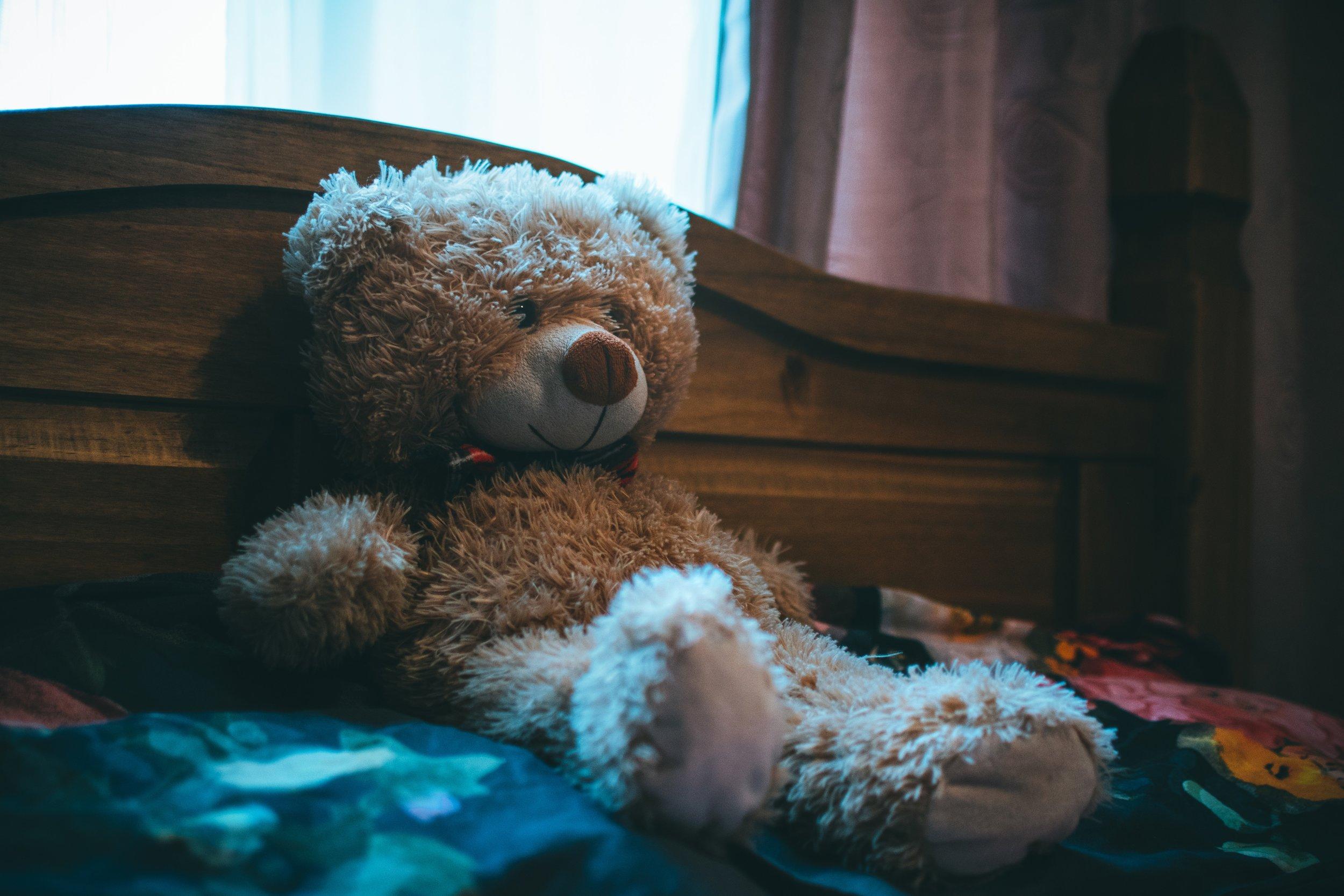 bear-bed-bedroom-832999.jpg
