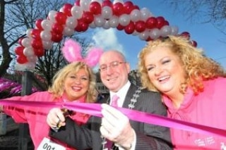 The atmsosphere is buzzing around Kinsale for the 10k #kinsalepinkribbon starting at 12am. Make sure you donate to such a fantastic cause. What an amazing community involvement! #kinsale #pinkribbonwalkp