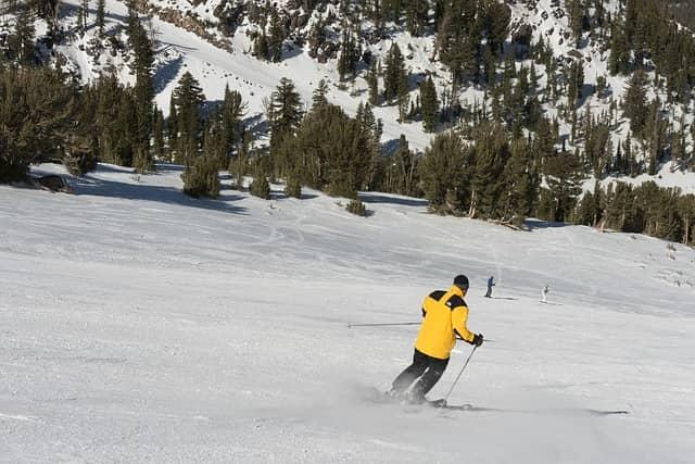 skiing-815008_640.jpg