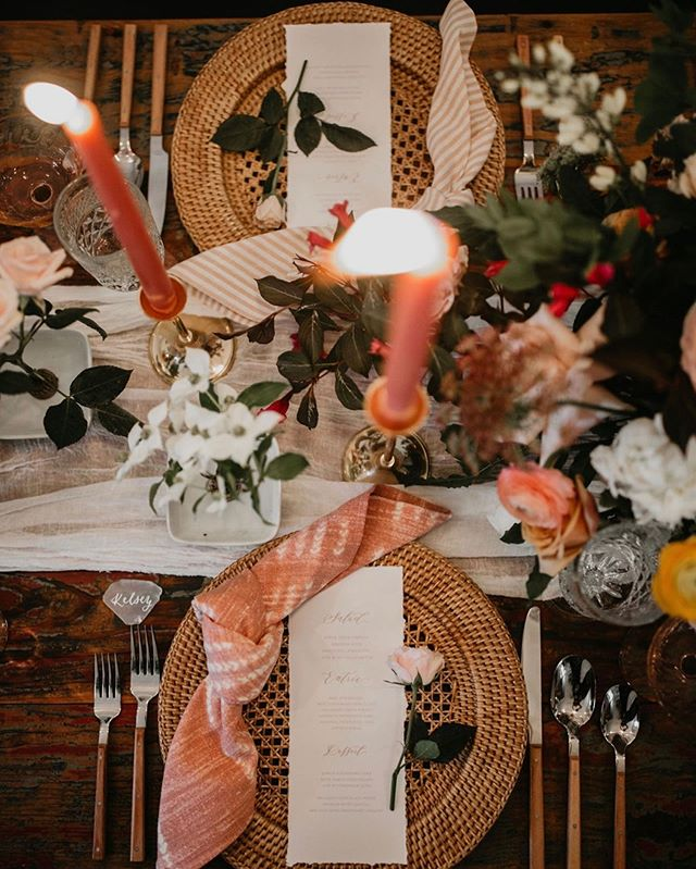 Pretty in pink 🌸 #wildflowereventsdesign . .  Stylist + Curator @wildflowereventsdesign Venue @moore.house Photographers @keliphotography @jesscremins  Florist @leslieleefloraldesign Hair + Makeup @upstyle.co Stationary @prairielettershop Caterer @blackstoneri Table Runner @thebayith Bride @schmessica29 Groom @peter_familias Bridesmaids @jayme_delvecchio @wildlykale