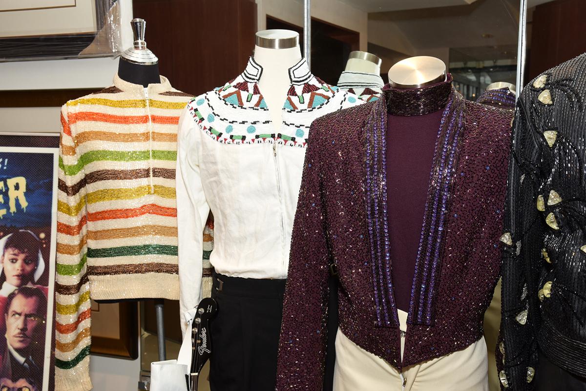 Lionel Richie blouse, Neil Diamond's chemise and Juan Gabriel's jacket.