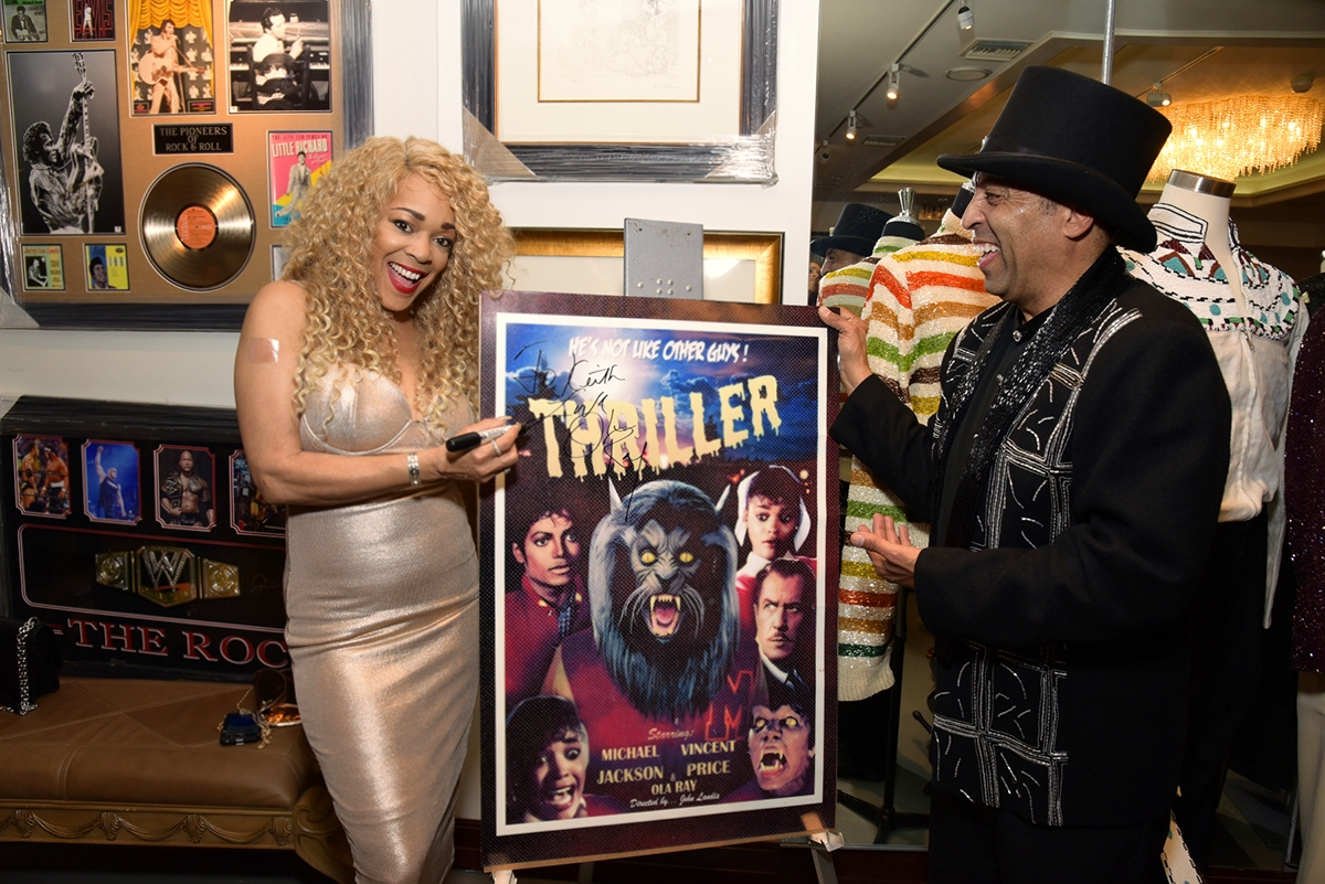 Ola Ray autographs the Thriller poster with Sir Keith Holman.