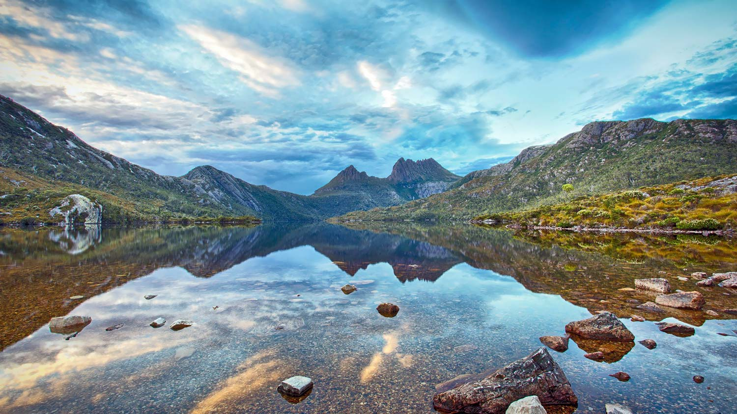 Mole Creek –Cradle Mountain - The most direct route from Launceston to Cradle Mountain takes you through Deloraine and onwards on a magical journey through rolling hillsides of farmland, into a picturesque valley and, in the heart of it all, the tranquil small town of Mole Creek.