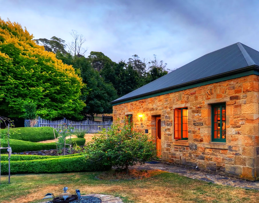 Heritage Cottage - Heritage cottage was originally situated in Oatlands on the Midland Highway south of Ross. In 1995 it was dismantled, loaded onto seventy pallets, transported to Blackwood Park and rebuilt over a period of four years.