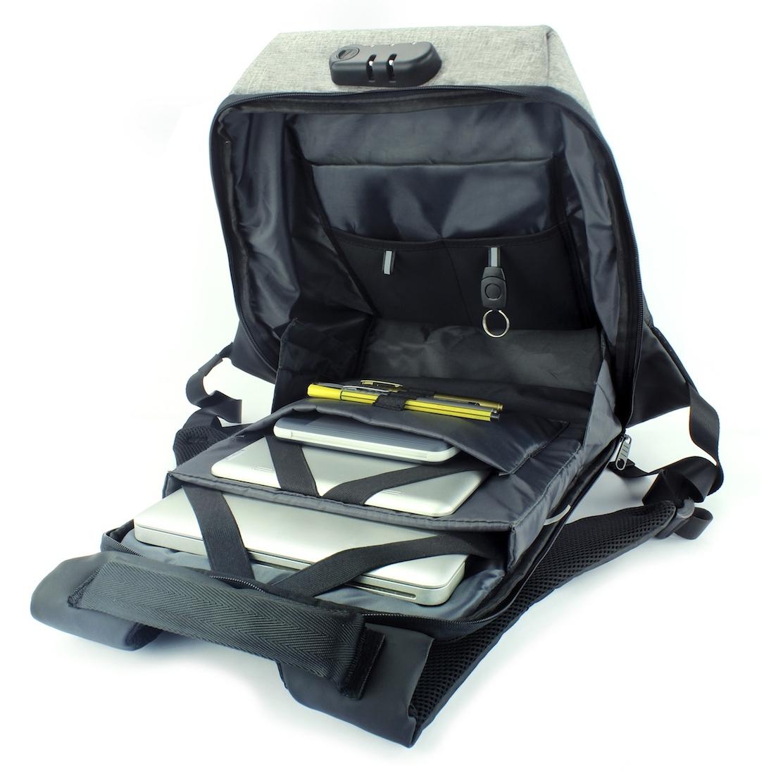"""Espacio especial para laptop de hasta 17"""" más tablet"""