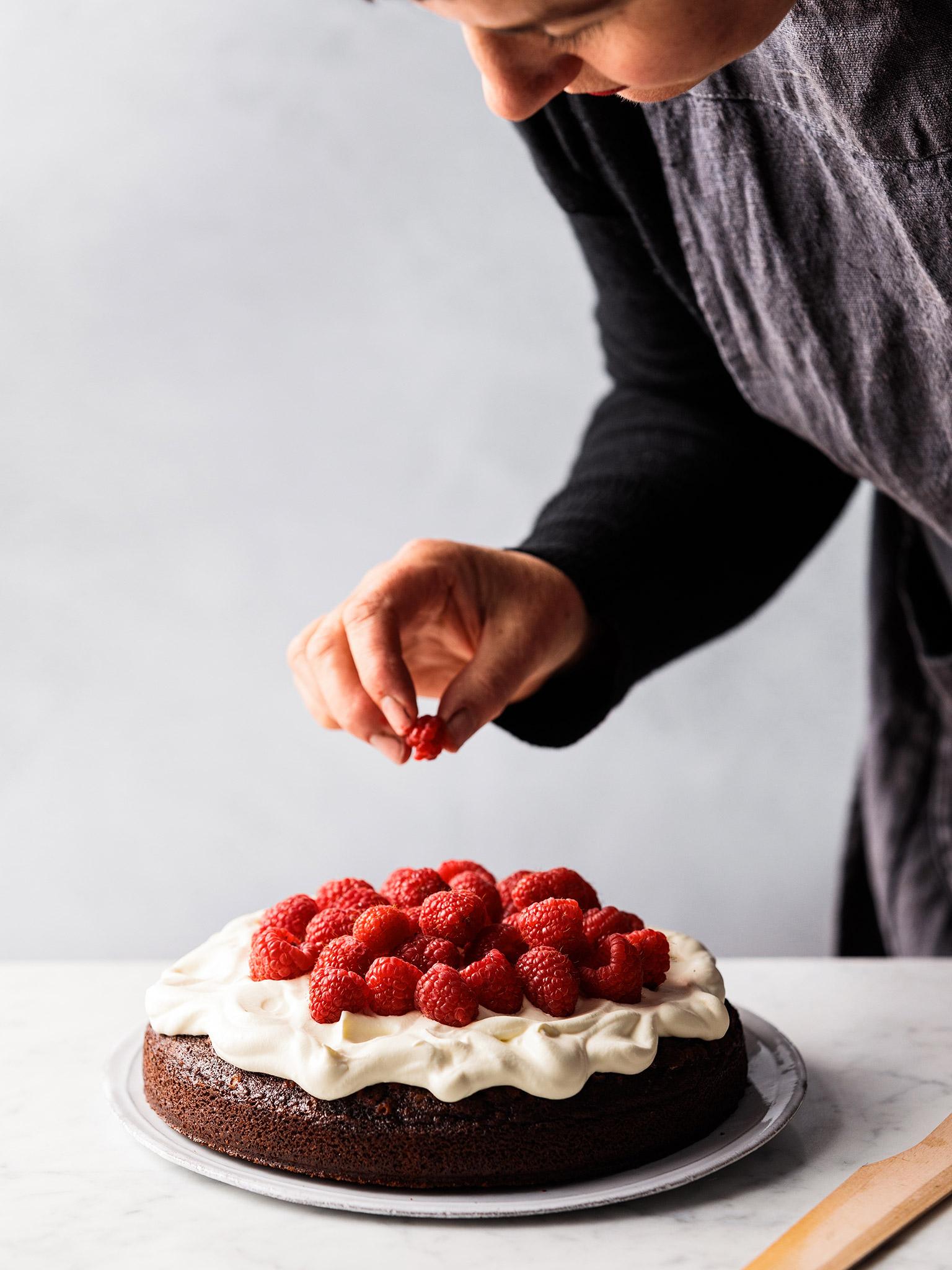 3-196-FourRoses-2-Nannas-Chocolate-Cake-002-web.jpg