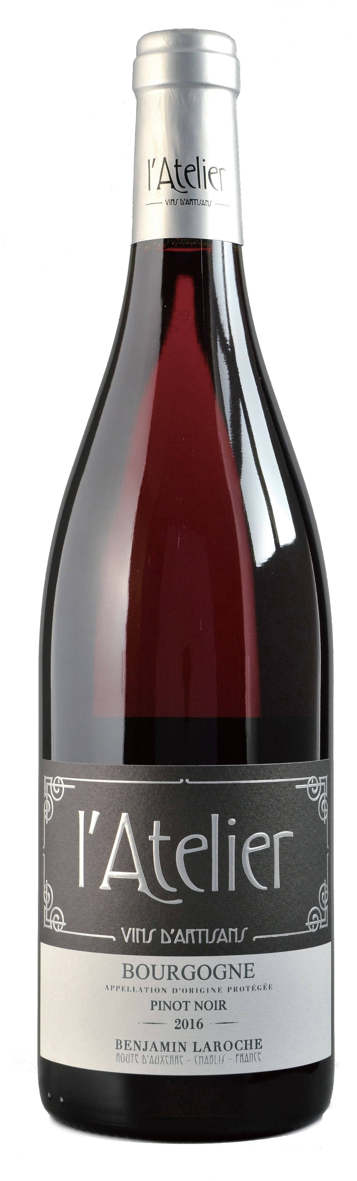 AOP Bourgogne Pinot Noir 2016, 750ml - Burgundy 布根地100% Pinot NoirNT$ 1,200陳年後的色澤呈現豐富的紫紅色,小莓果(草莓、櫻桃、黑醋栗、藍莓)等香味,伴隨著煮過後的莓果有著胡椒、肉味、及灌木叢等氣息。口感上有著良好結構且活潑感,柔順圓潤,單寧與濃郁的水果香氣完美協調。有著令人欽佩的綿長尾韻。Rich purple garnet colour turning deep ruby when ageing. On the nose, aromas of small berries (strawberry, cherry, blackcurrant, blueberry) evolve then on a cooked prune with pepper, animal and underwood notes. Vivid in the mouth with a good structure, it is also supple and round. Its tannins and intense fruits notes are in full harmony. In the mouth, secondary aromas are developing with a discreet approach but an admirable finish.