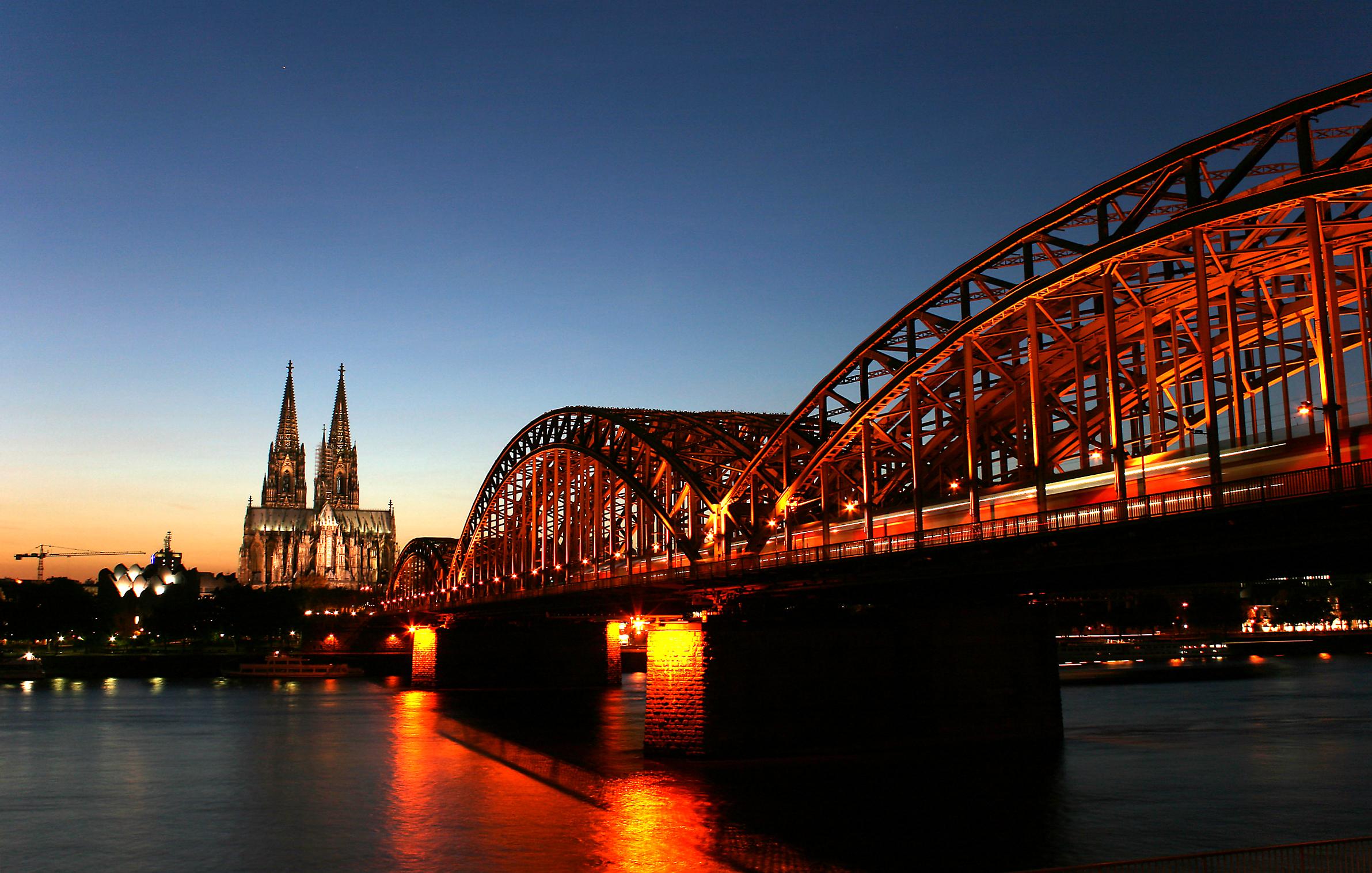 Kölner_Rhein_Dom.jpg