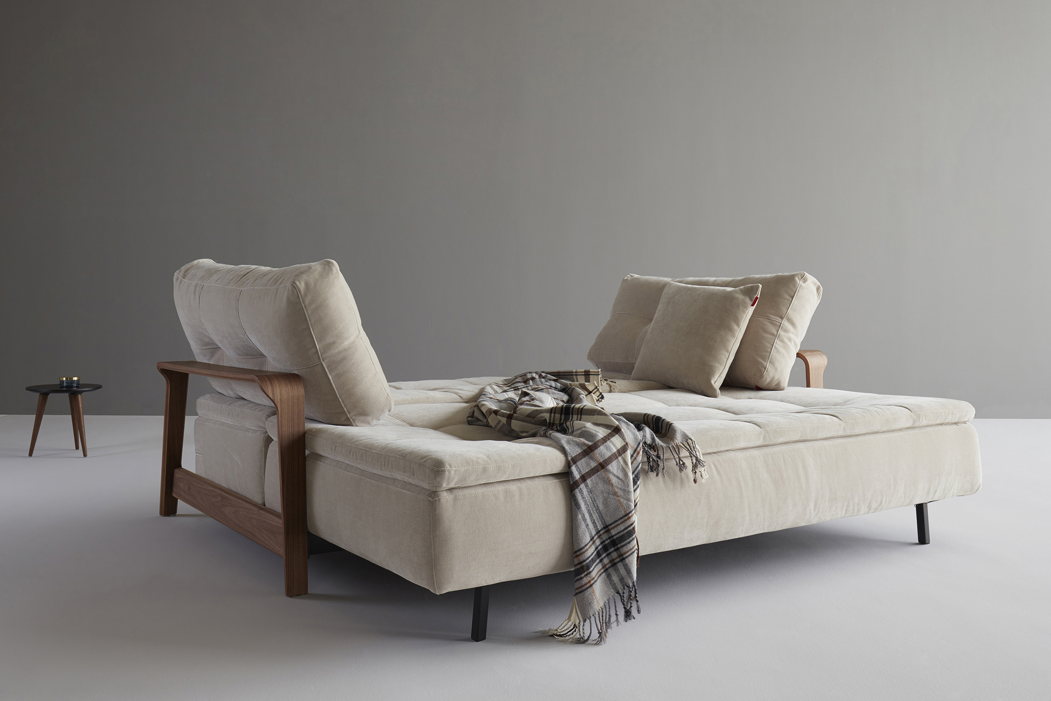 Ran-sofa-oliver-lukas-weisskrogh-1.jpg