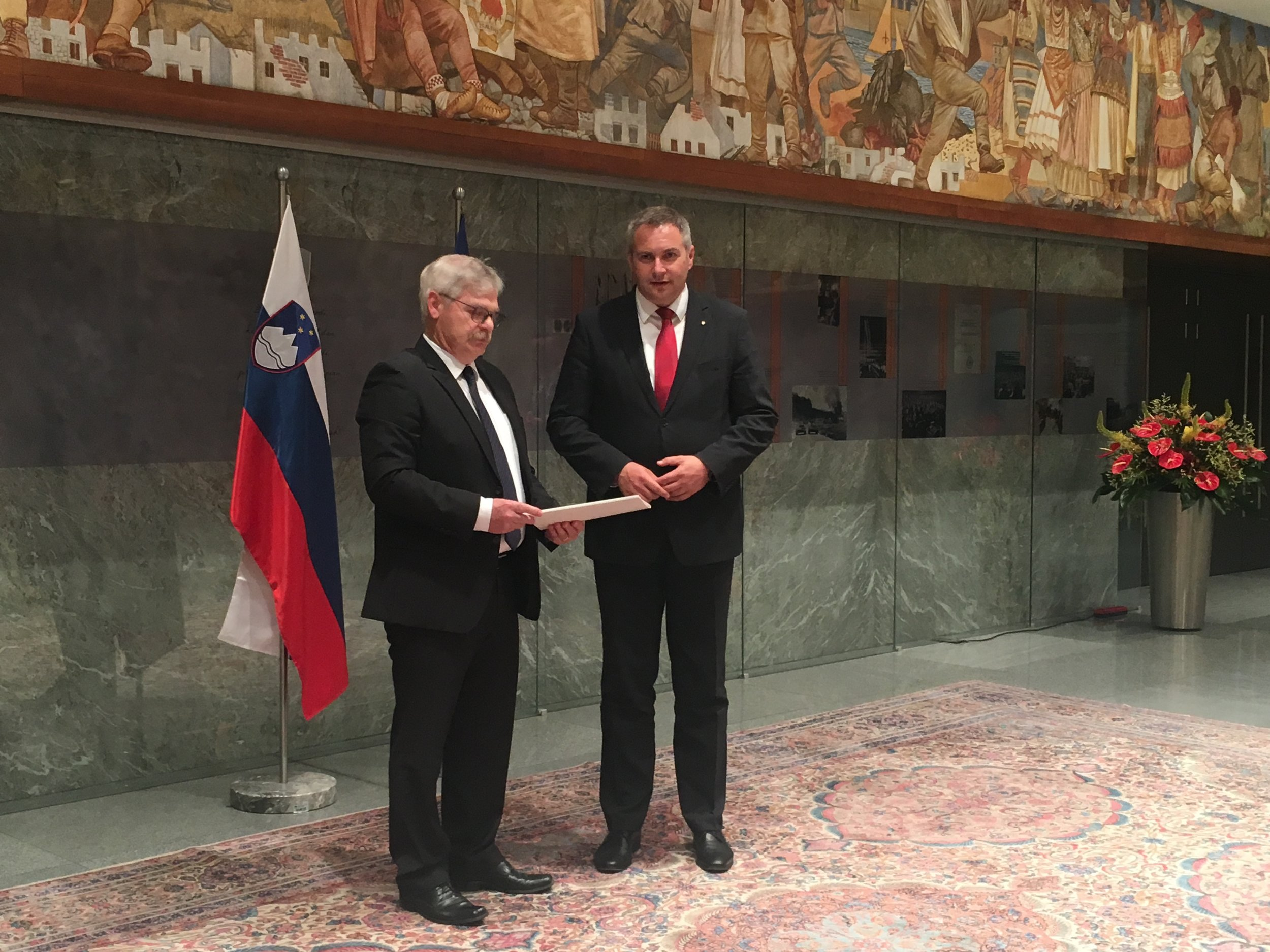 Boris Štefanec in Dejan Židan ob predaji letnega poročila KPK. Foto: Maja Čakarić