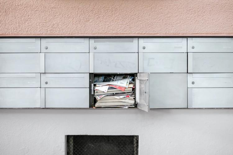 Zaradi prevladujoče elektronske komunikacije število primerov napačno naslovljene pošte upada. Foto: Unsplash