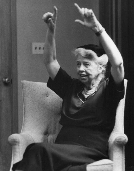 Eleanor Roosevelt tijdens een werkbezoek in New York in 1955.