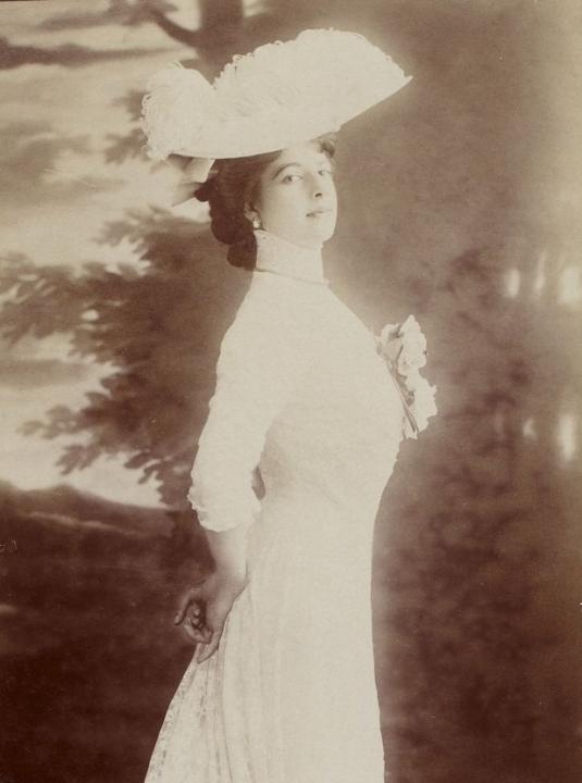 Margaretha Geertruida Zelle in haar Parijse gloriejaren, Gallica.