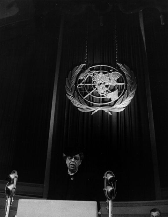Eleanor Roosevelt spreekt tijdens een vergadering van de Verenigde Naties in Londen, 1946.
