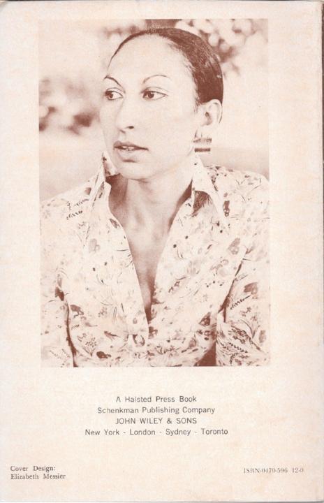 Fatima Mernissi op de achterkant van haar boek 'Achter de sluier', 1975.