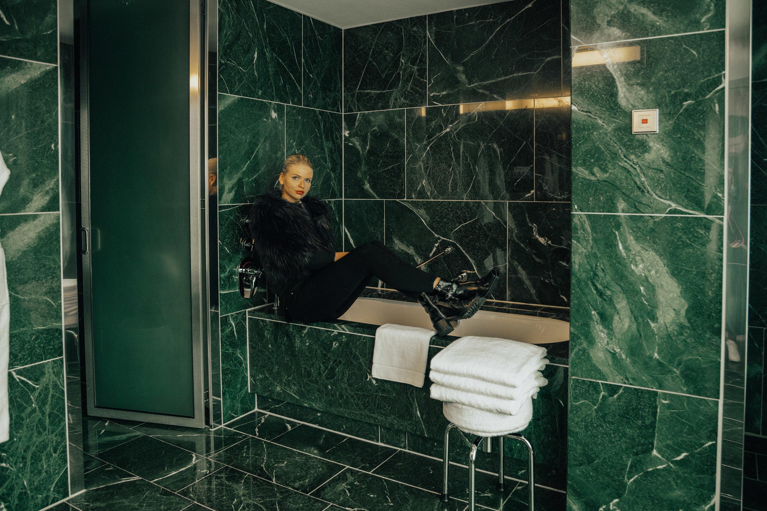 Sug-SeanxPaulaPotry-Hyatt-hotel-Berlin-9.jpg