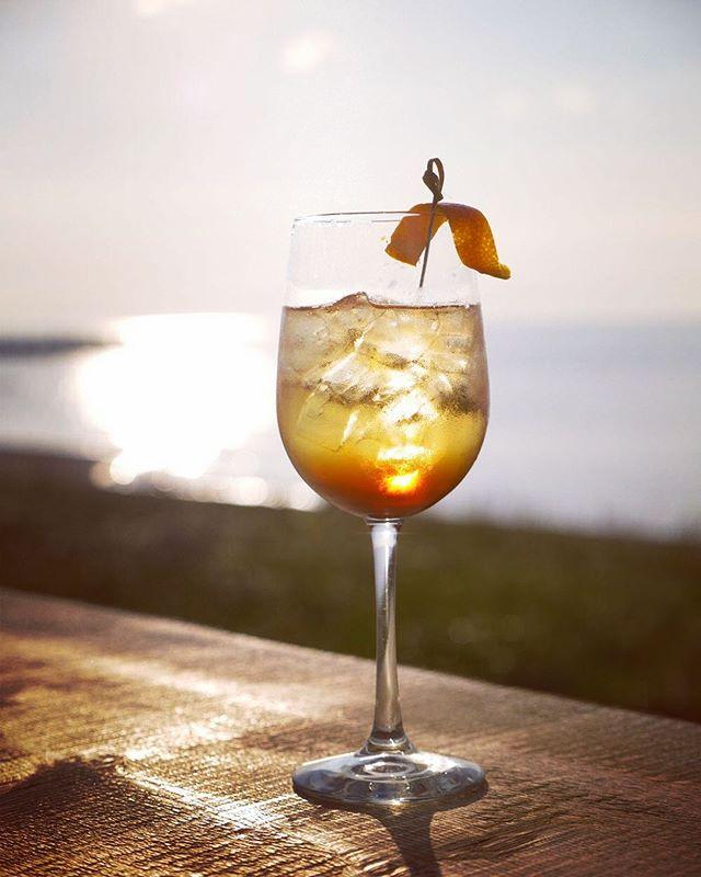L'Aperitivo . . #microbrasserieleketch #leketch #magichour #spritz #cocktail #sunset #gaspesiejetaime #gaspésie #Mitis #tourismemitis #tourismegaspésie #bonjourquebec #explorecanada #brewery #quebecmicrobreweries #microbrewery #seaside #tourdelagaspesie #sainteflavie #saintlaurent #biere #microbrasserieduquébec #microbrasserie #craftbeer