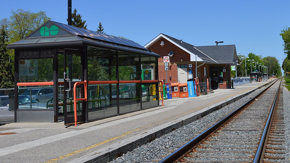 1200px-Agincourt_GO_Station_0120.JPG