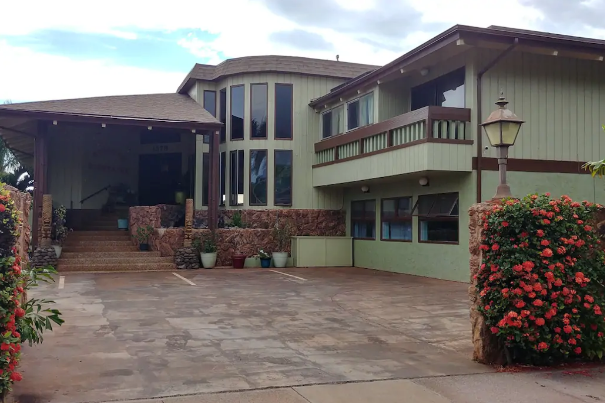 1579 Lokia StreetLahaina, Hawaii 96761 - Sold: $1,450,000 | 6 Bedroom, 9 Bath