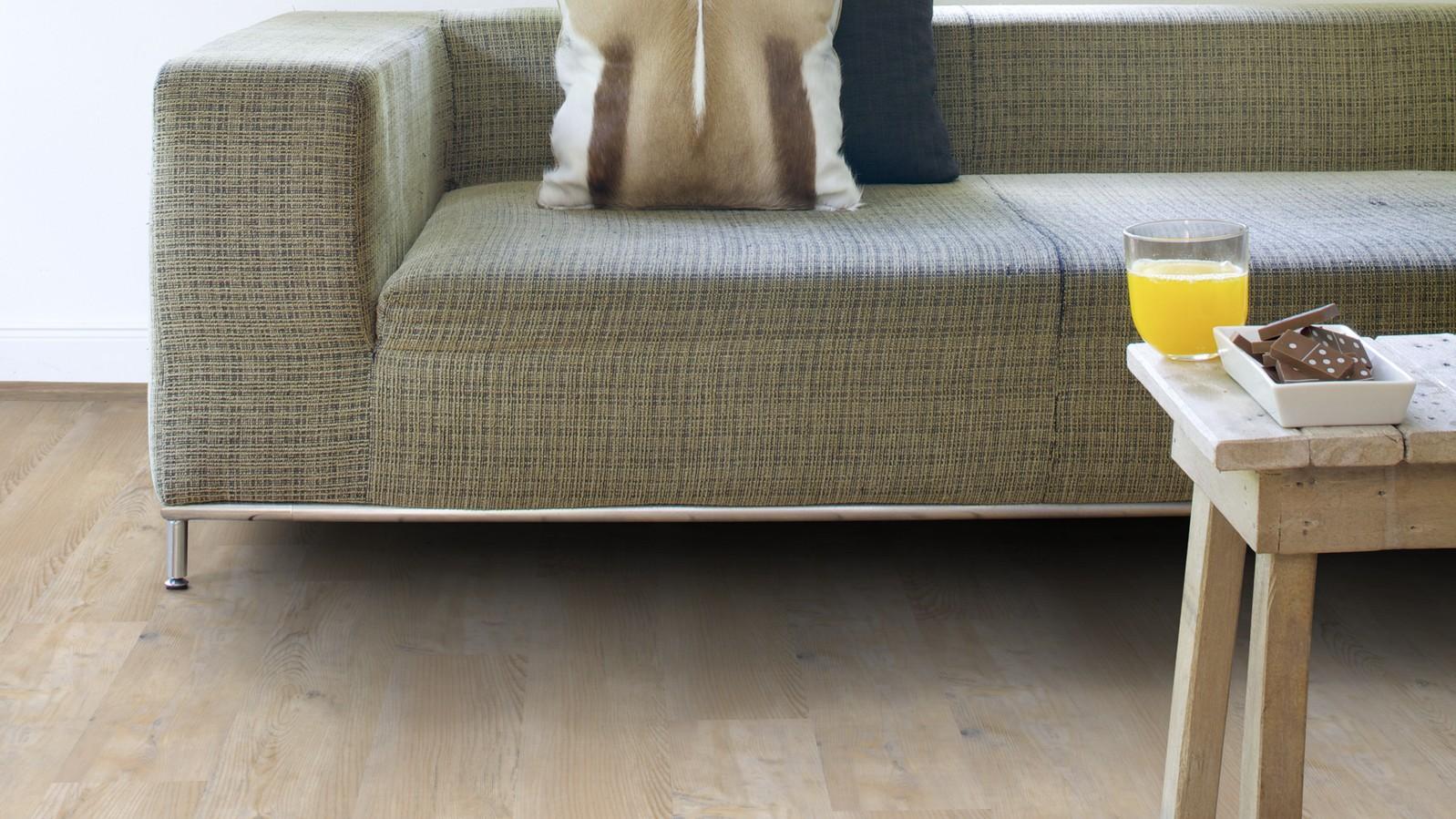 Et vinylgulv med tredesign kan være et fornuftig valg for leiligheter man leier ut. Her med det lyse tre-designet PW 3000.