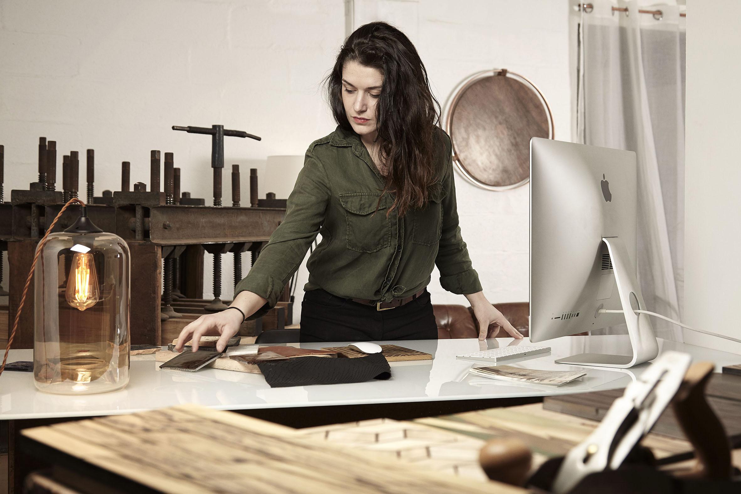 Farouche i sitt studio i Paris.