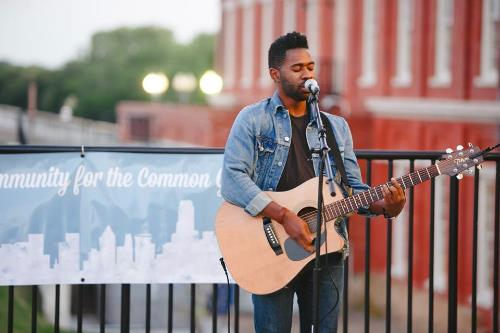 Kirk Thurmond performing on the patio