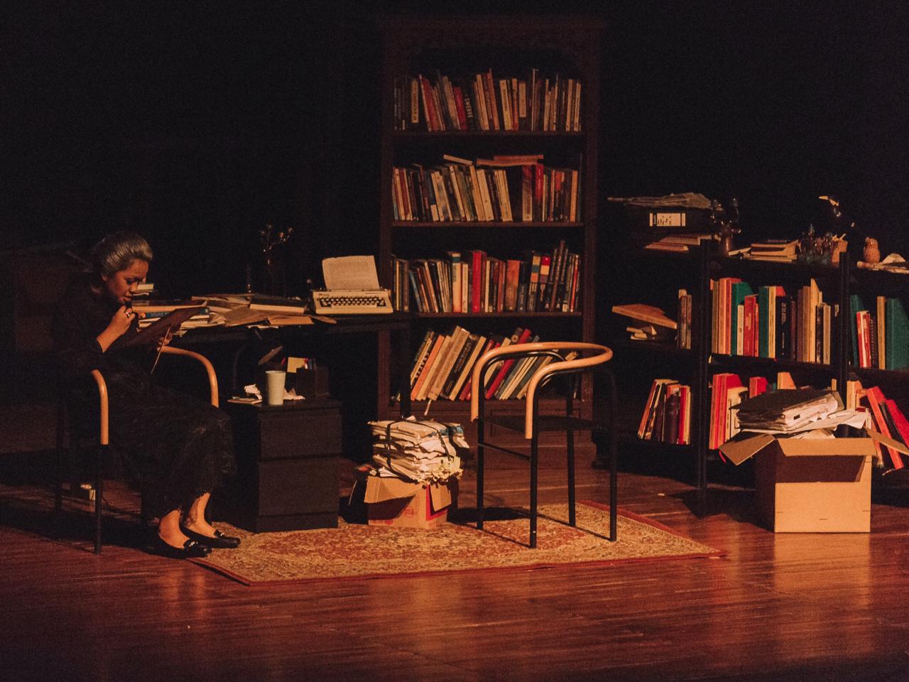 Sumber: Teater Pandora —  Potret Martha masa kini diperankan oleh Maharani Megananda