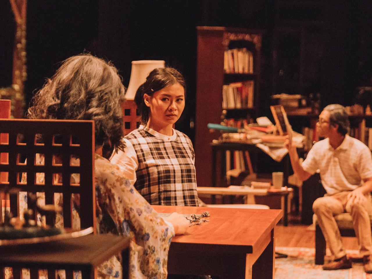 Sumber: Teater Pandora —  Potret Lisa diperankan oleh Margareta Marisa