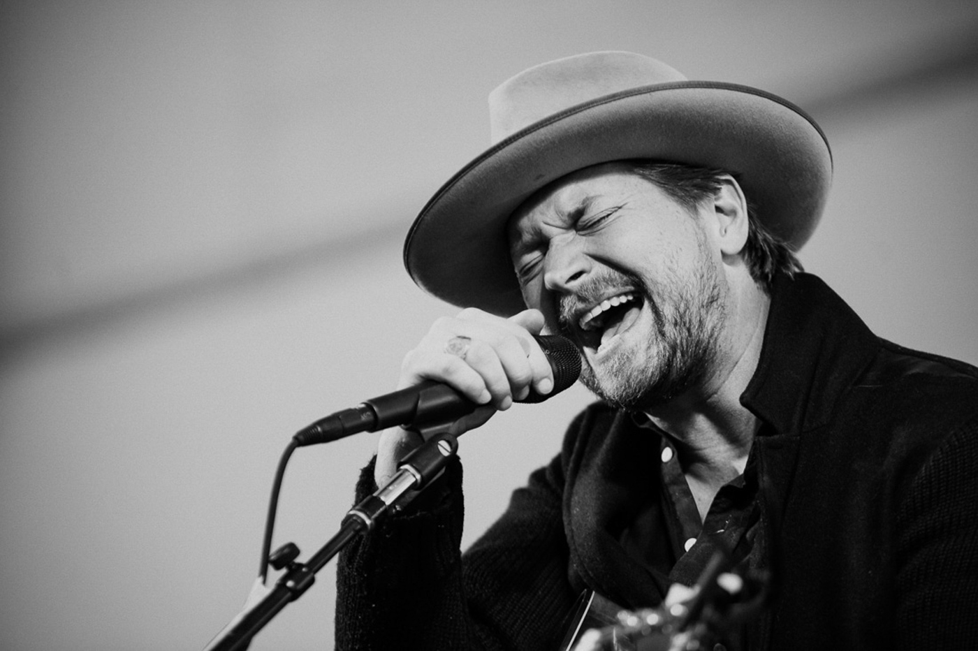 Lead singer of NEEDTOBREATHE, Bear Rinehart, belts it out at Yountville Live