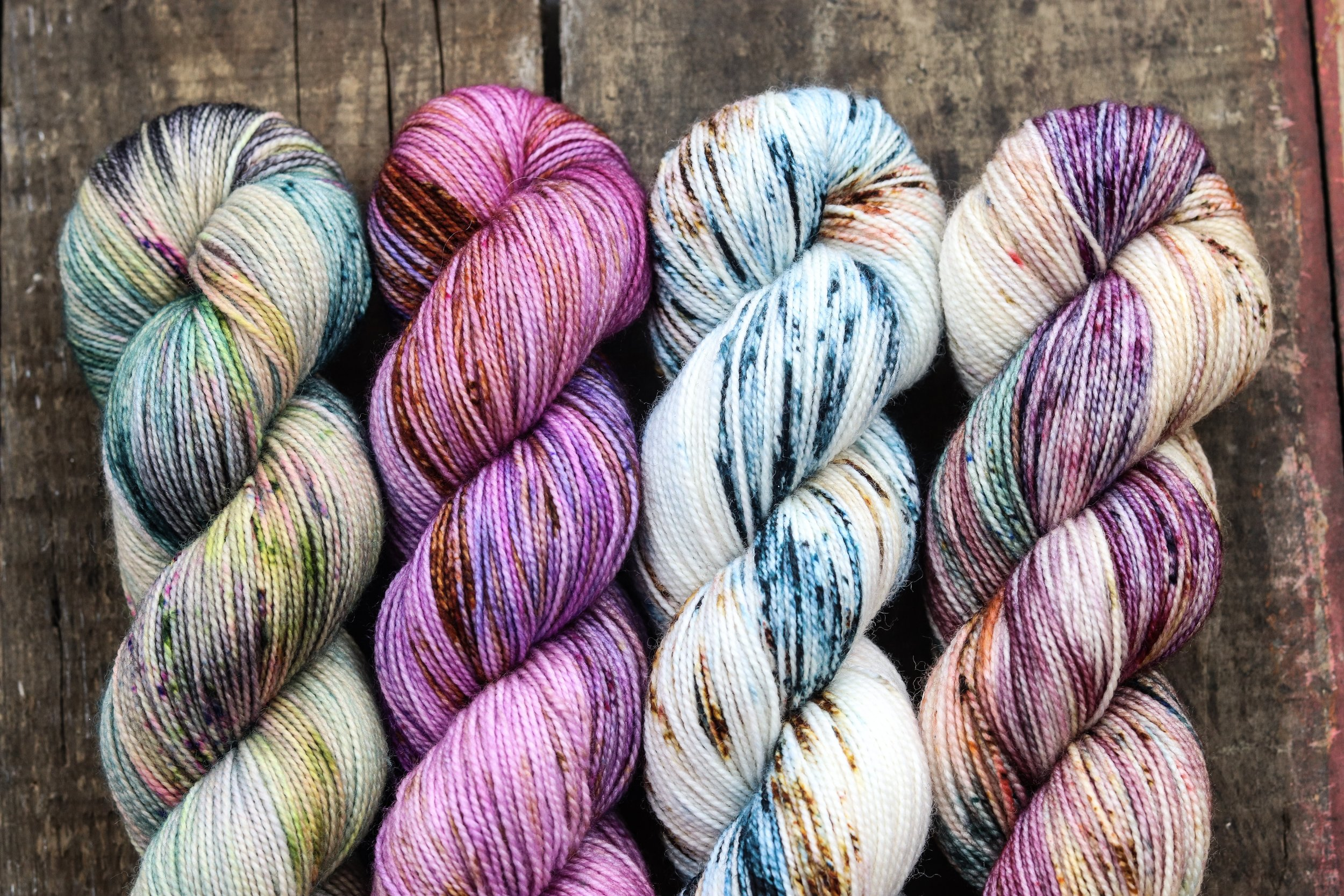 Soft & Cosy - $30 CAD - 80% Superwash Merino20% Nylon100 g = 400 yards2 ply fingering weightOur Soft & Cosy base is strong but so super soft and the cosy!! It has the most perfect 2 plytwist.