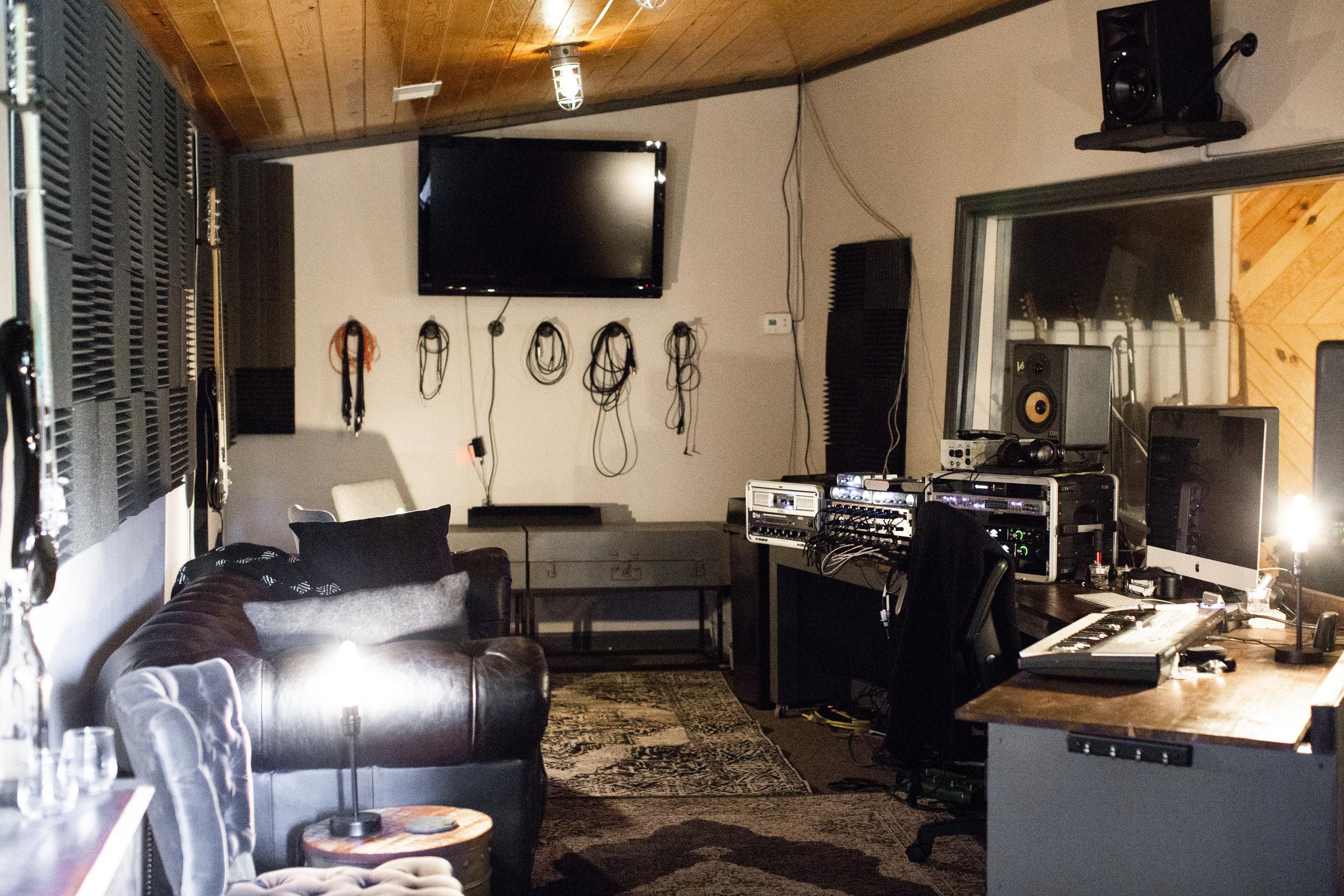 Studio-01.jpg