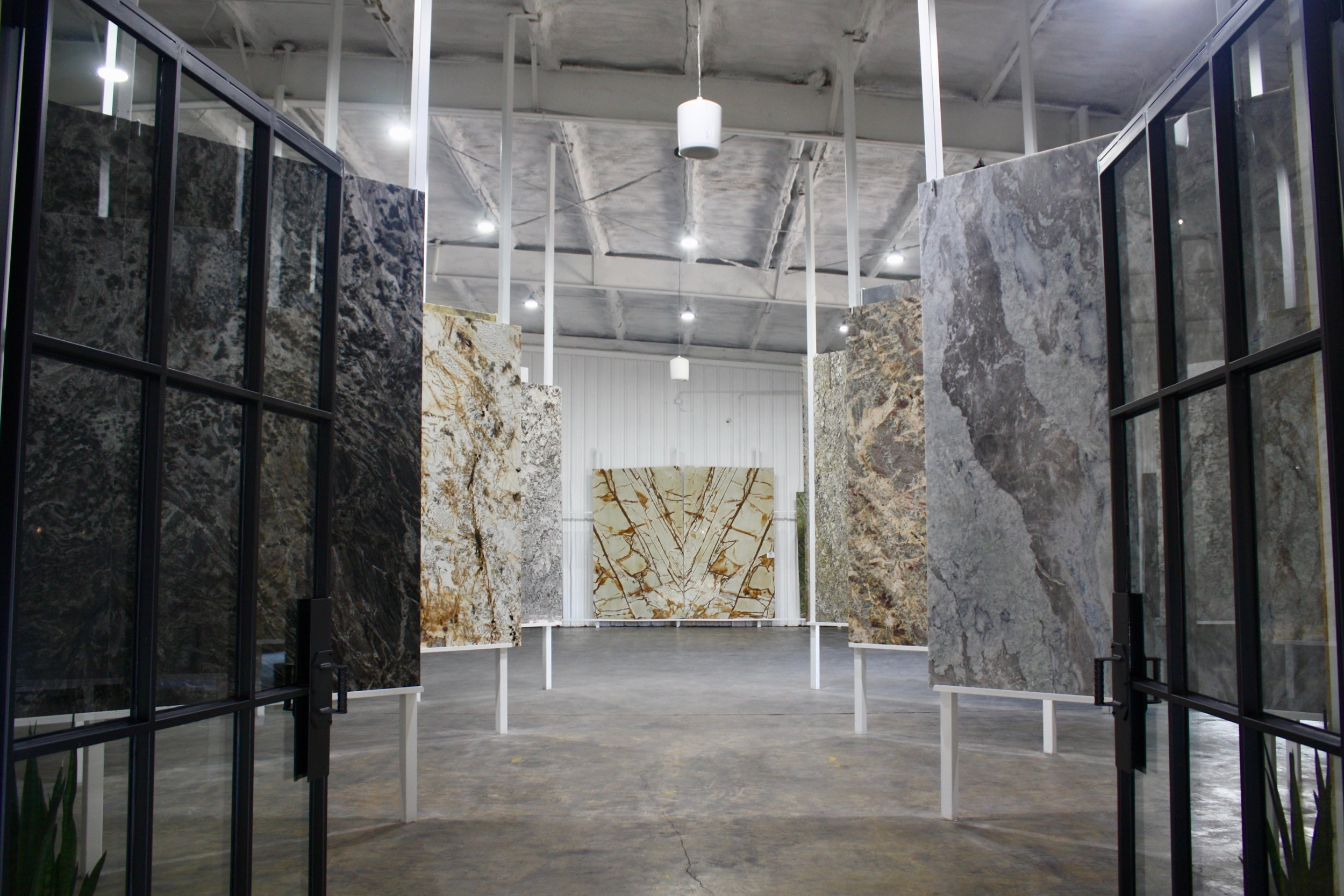 SHOWROOM - Stone Studio by CCI is Texarkana's newest state-of-the-art stone showroom, bringing CCI's 34+ years of experience to a modern, friendly location in downtown Texarkana. Visit our indoor showroom for an inspiring first-hand look at the latest in stone.
