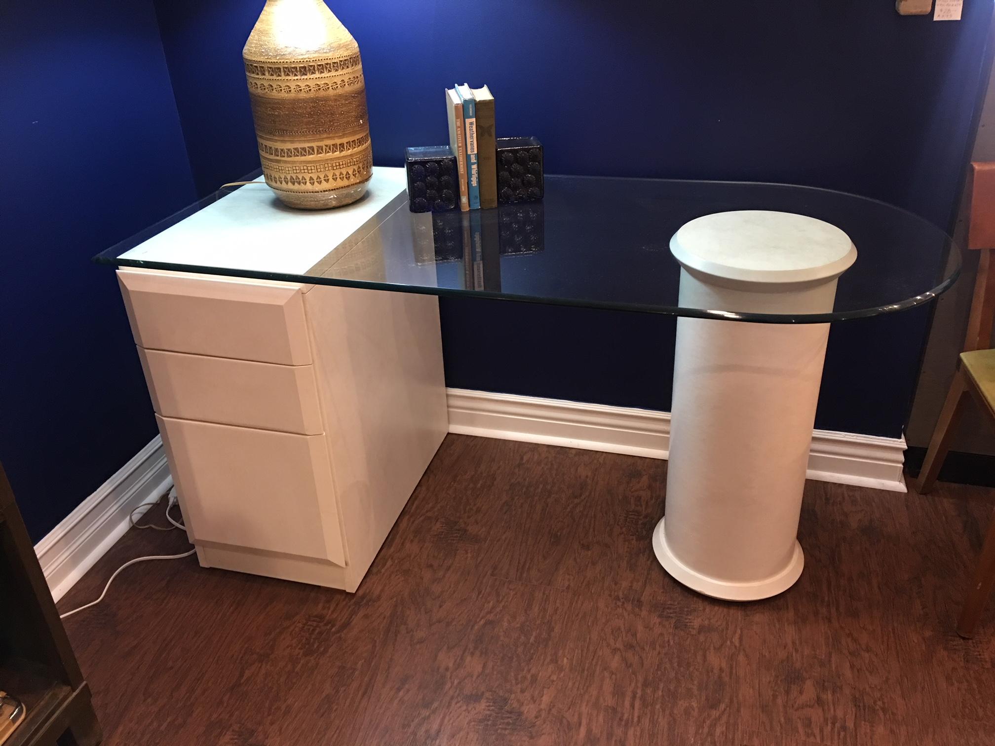 Post_Modern_Lane_Glasstop_Desk_morgan_laurent.JPG