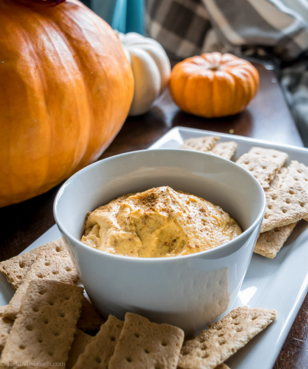 An easy and delicious pumpkin pie dip recipe for your Fall gatherings
