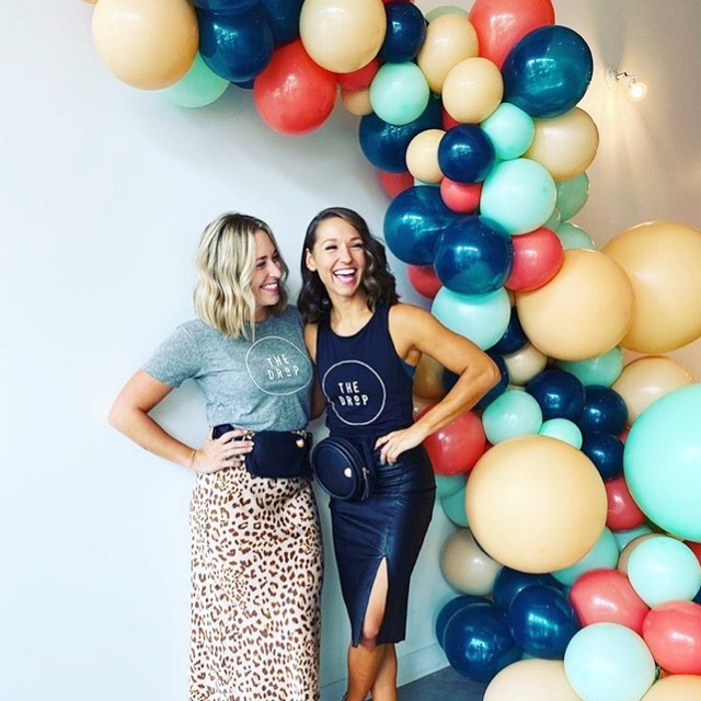 What. A. Day.  Made this balloon piece.  Got to experience the community these two gals have worked so hard to create and celebrate with @jointhedrop.  Congrats on your App launch in year 1 ladies!  Then, got to have date night with my hubby, which has been loooooooong overdue. . . . . . #jointhedrop #ballooninstallation #balloongarland #balloon #ballooninspo #organicballoons
