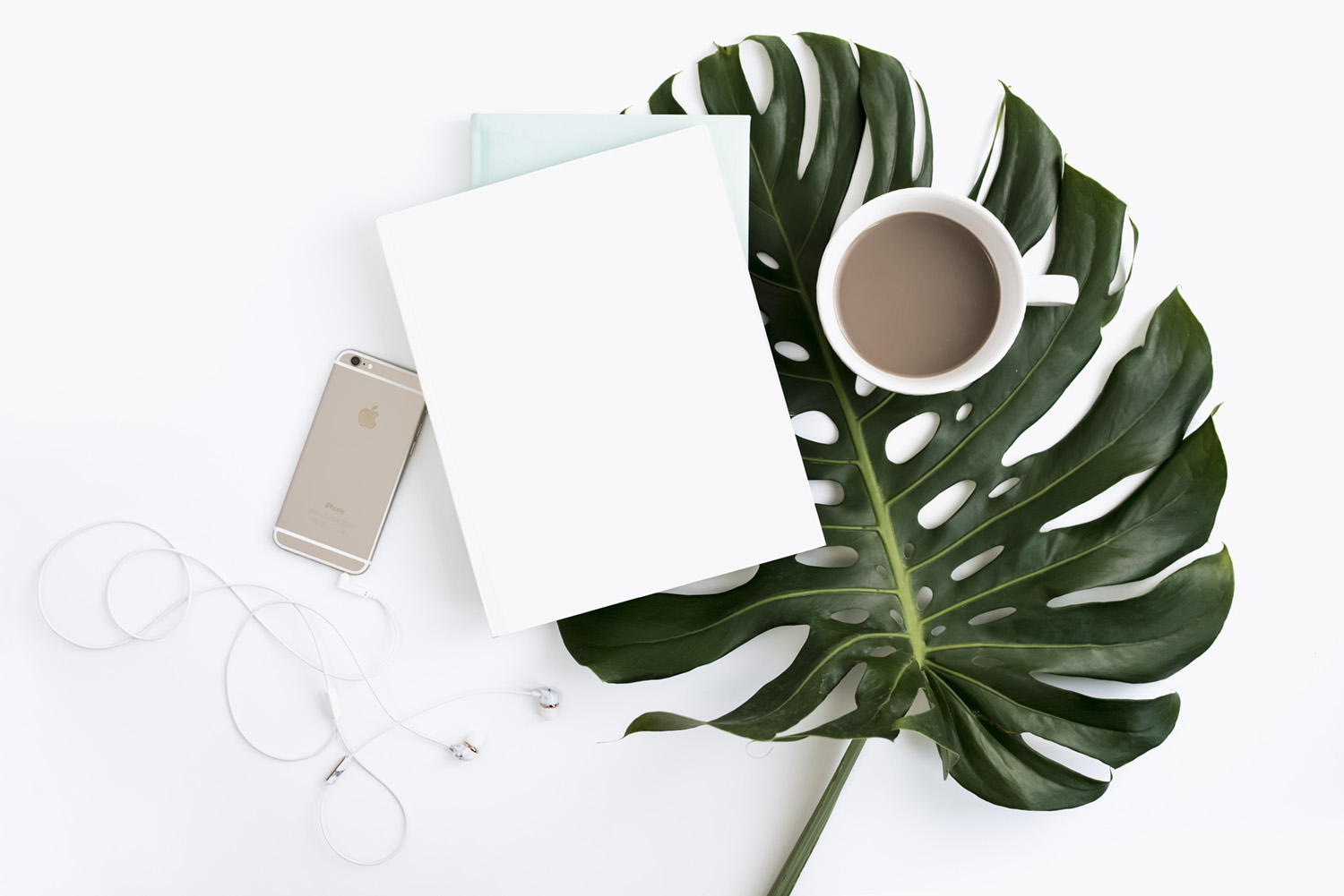 Her Creative Studio - Gorgeous femimine flat lays and tech images abound here. Sign up for the newsletter for monthly freebies including gorgeous desktop and phone wallpapers!