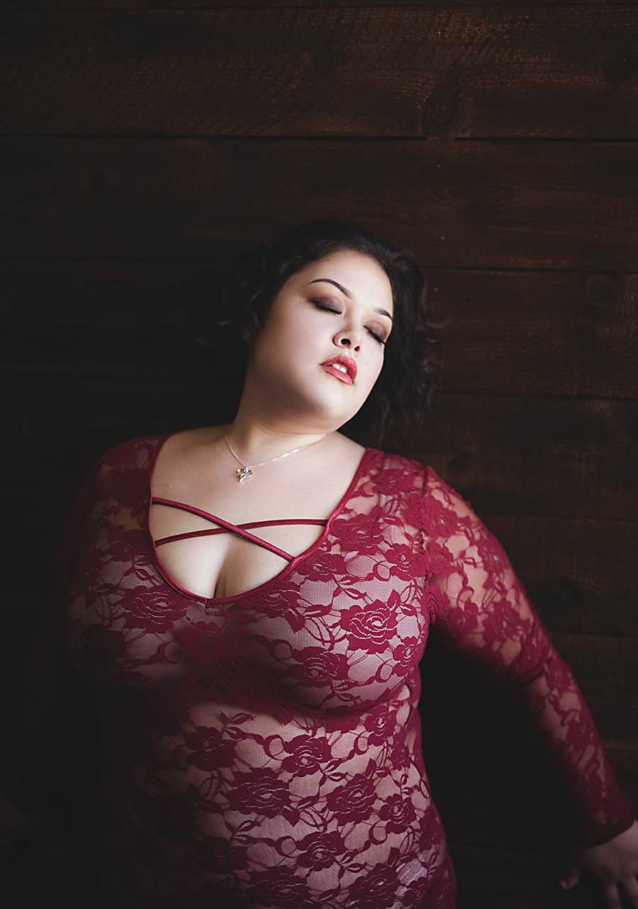 standing-on-wall-boudoir-dallas3.png