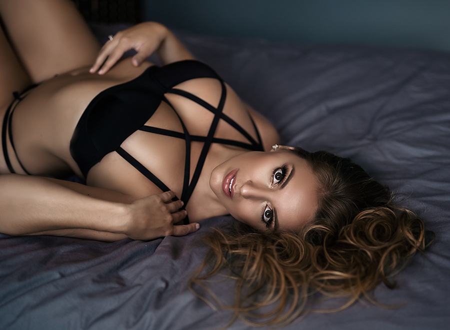 boudoir-dallas-laying-on-the-bed.png