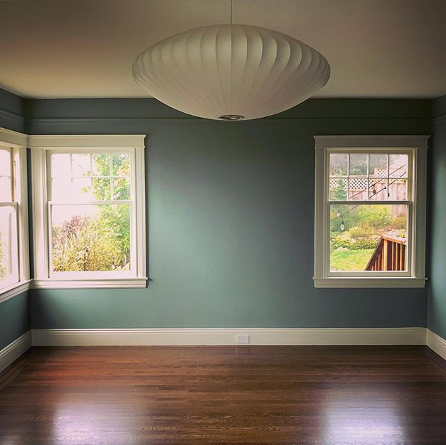 This newly finished master bedroom has us green with envy! 💚#customconstructionsf